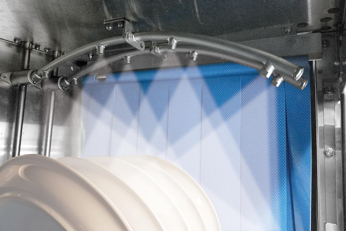Jackson rack-conveyor warewasher with self cleaning nozzles