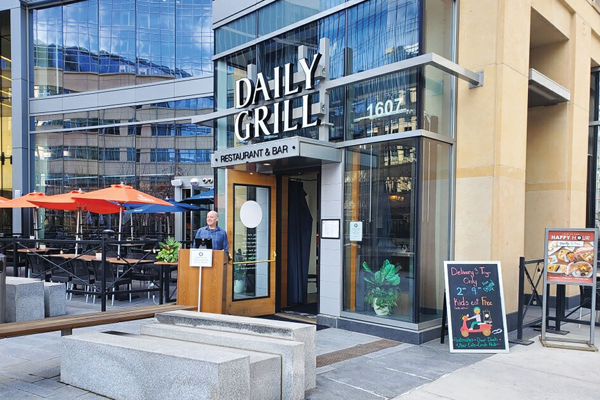 Denver Daily Grill Outdoor Host Stand