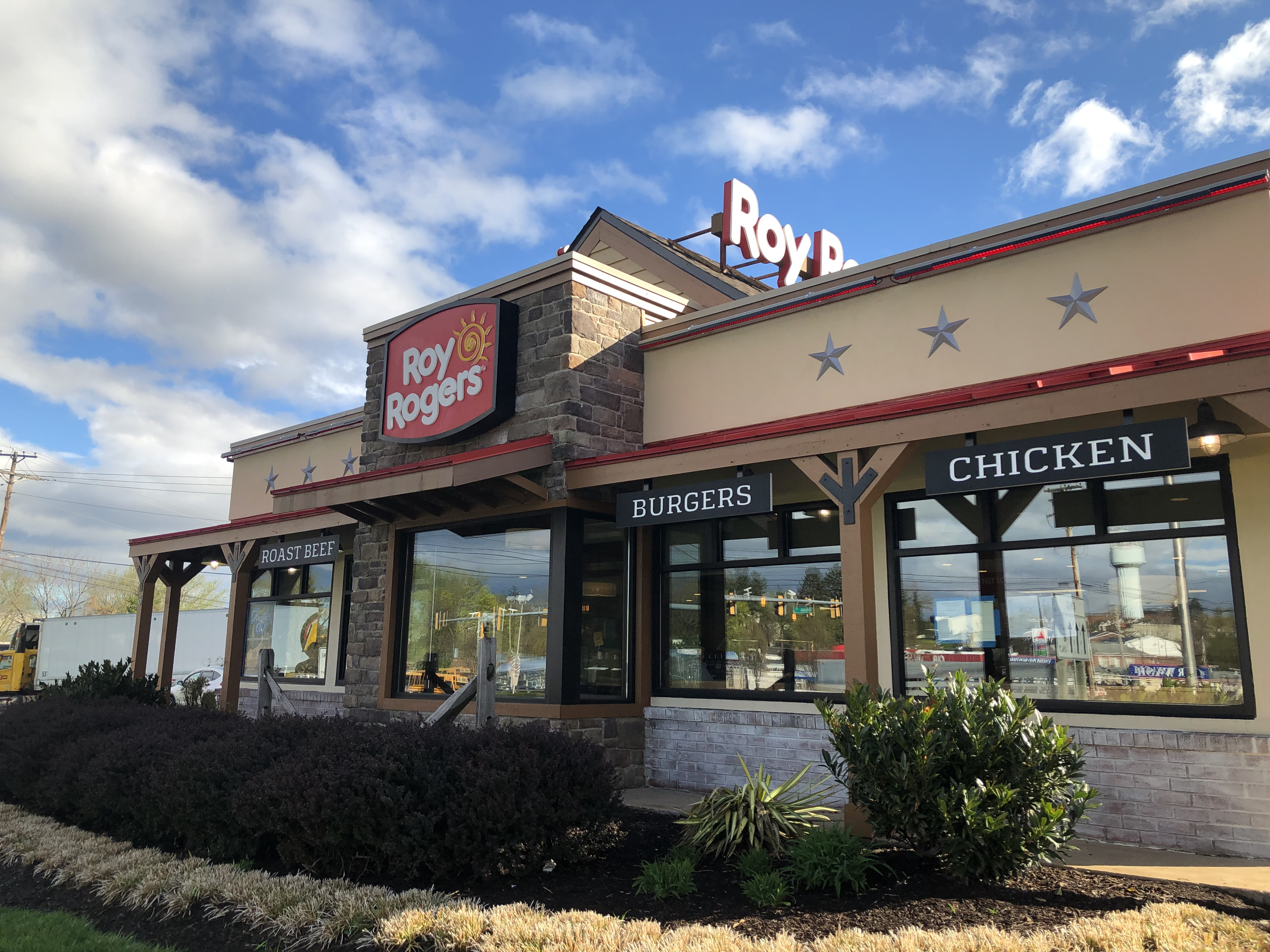 Roy Rogers restaurant outside