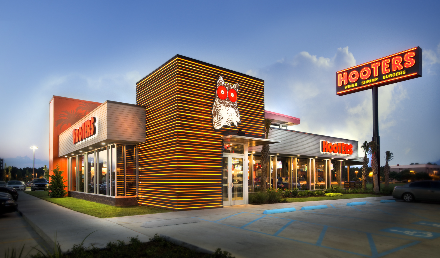 exterior of Hooters restaurant