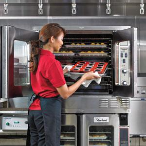 0817-Maintenance-Ovens_Garland-GAR_Convection_Cupcakes_RTF