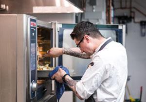 restaurant_kitchen_chef_scc_usaR