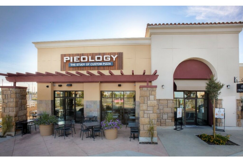 Pieology-Pizzeria-exterior