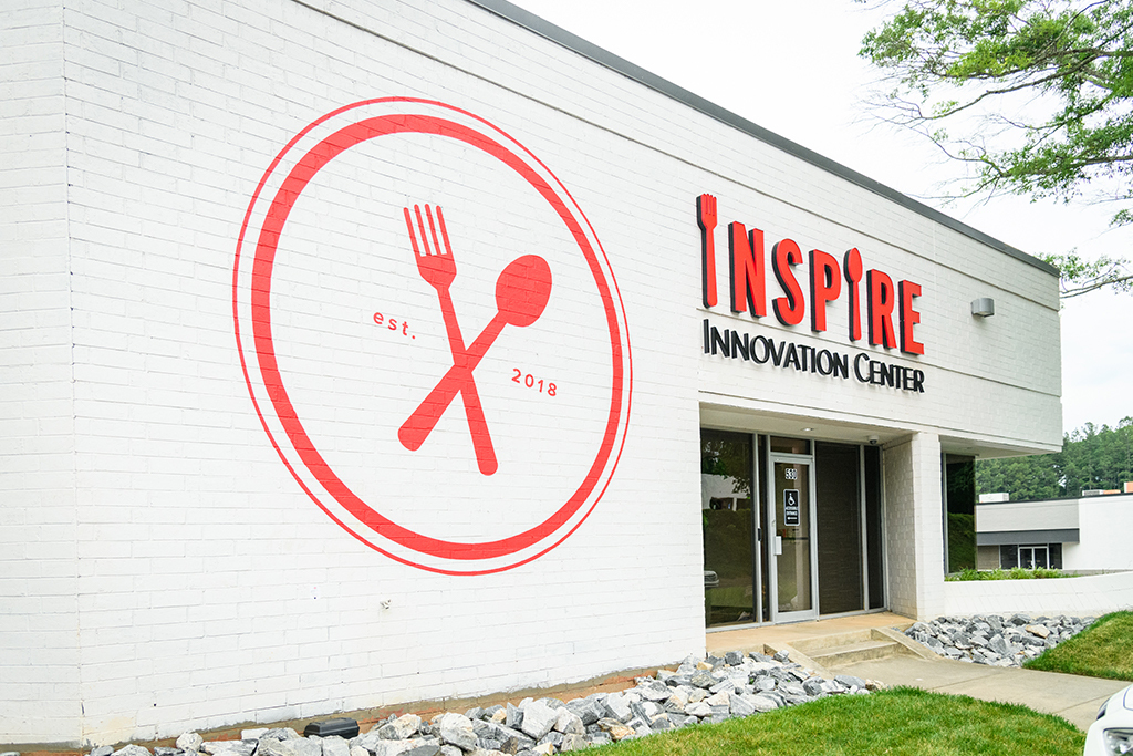 The Inspire Innovation Center measures 15,000 sq. ft. and includes a flex space, modular kitchen stations, demonstration areas, an in-house studio and a reception area. All photos courtesy of Inspire Brands.